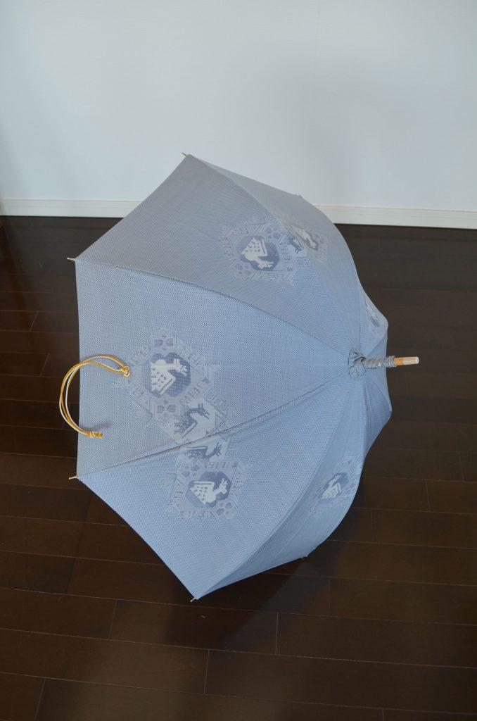 大島紬の日傘「初夏の光を堪能」 美しい水色の日傘は 幅広い年代に 「美の壺」ご出演 田中晶子先生作